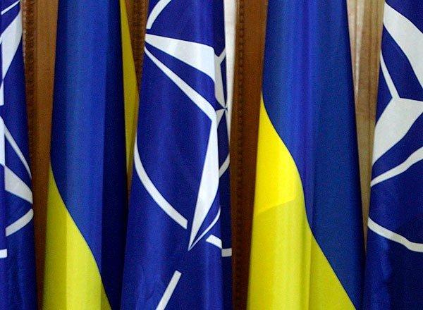 Україна офіційно попросила у НАТО озброєння