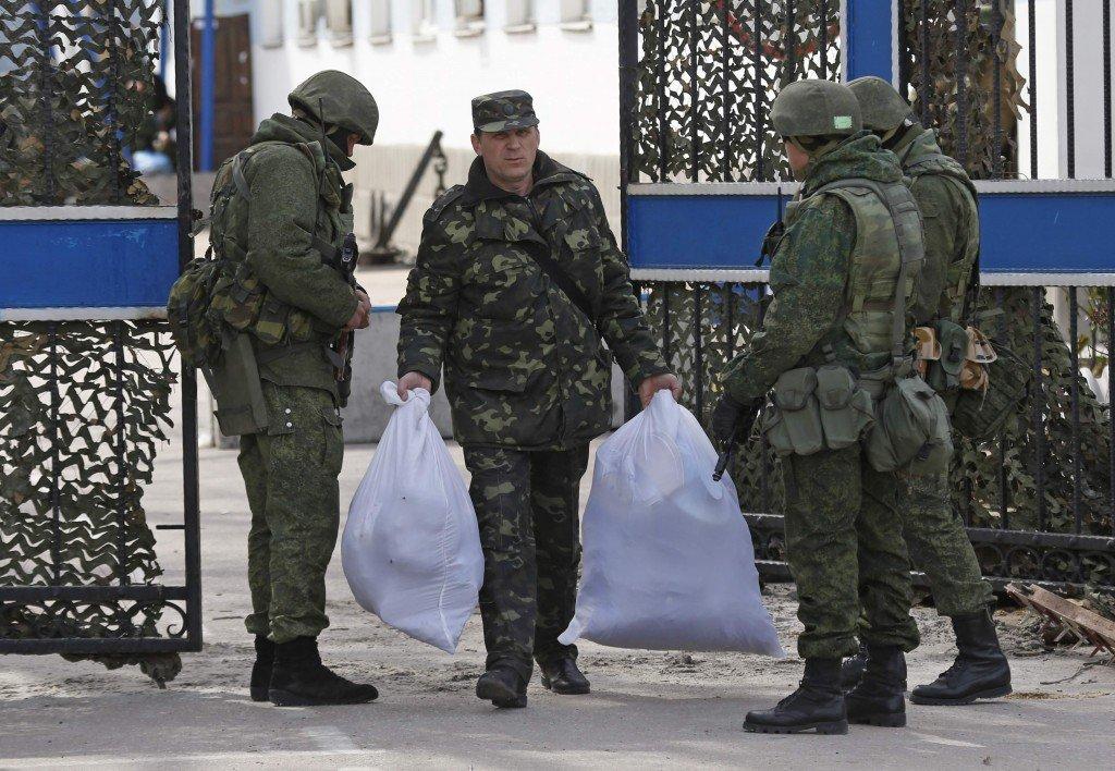 РНБО дала сигнал для передислокації українських військових у Криму