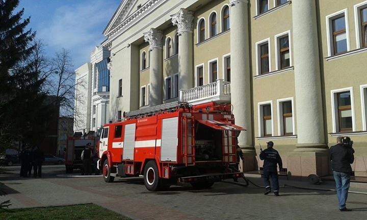 У Полтаві загорівся театр Гоголя (постійно оновлюється)