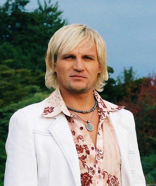 Олег Скрипка поселив родину з Криму в своєму будинку на Київщині