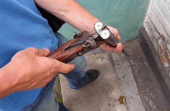На Полтавщині затримали чоловіка за наркотики та зброю