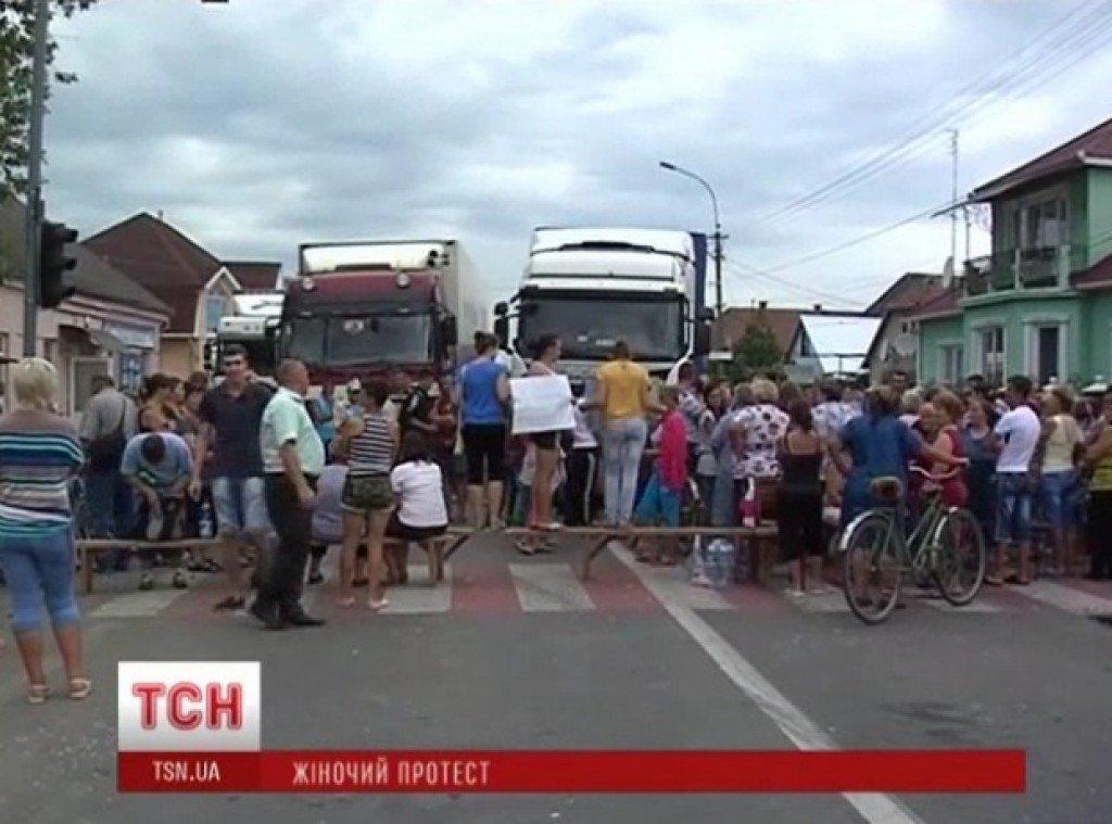 На Закарпатті блокують міжнародну трасу: вже більше 7 годин у пастці полтавська журналістка та більше 80 авто