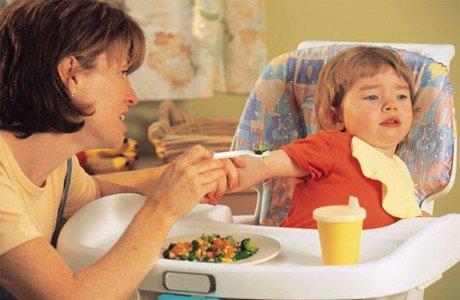 Як змусити дитину їсти: поради батькам