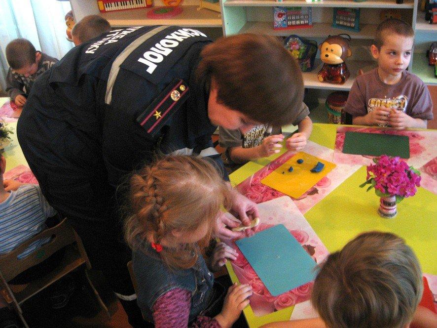 На Полтавщині психологи зі служби ДСНС допомагають дітям зі Сходу подолати негативні емоції