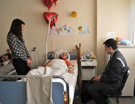 Полтавських поранених міліціонерів відвідали в лікарні Дніпропетровська
