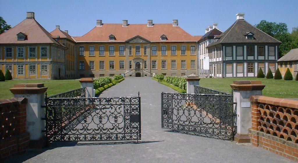 Німецький принц хоче забрати картини з полтавського музею