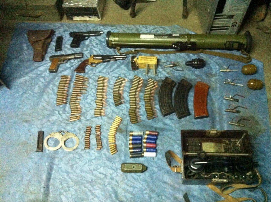 У мешканця Полтавщини вилучили цілий арсенал зброї та наркотики
