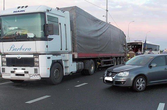 На Полтавщині в ДТП загинула одна людина та травмувалися ще вісім осіб