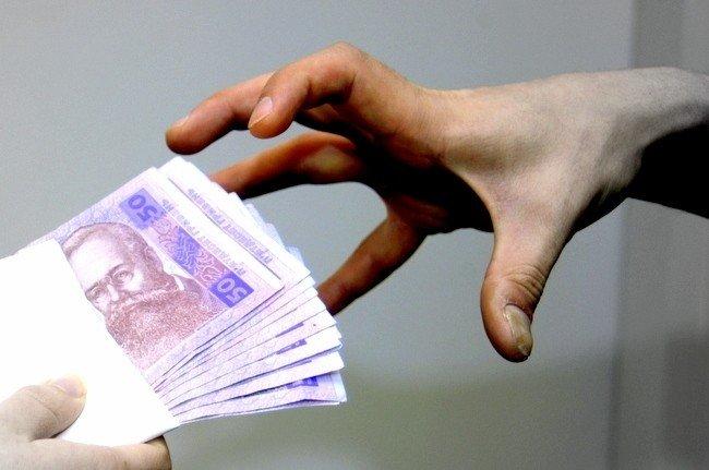 У Кременчуці директор навчального закладу сама собі виплатила 30 тисяч