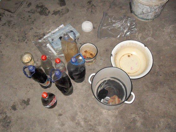 У Миргороді жінка вдома виготовляла та продавала наркотики