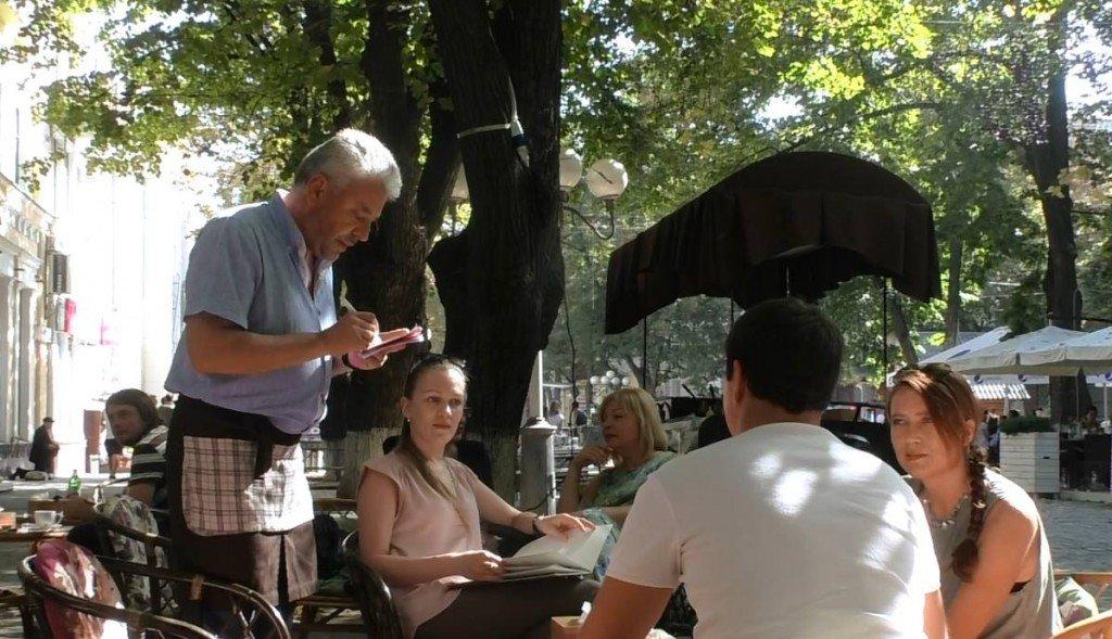 Нардеп Бублик працює офіціантом в кав'ярні