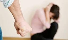 На Полтавщні чоловік через ревнощі побив дружину, а потім утік