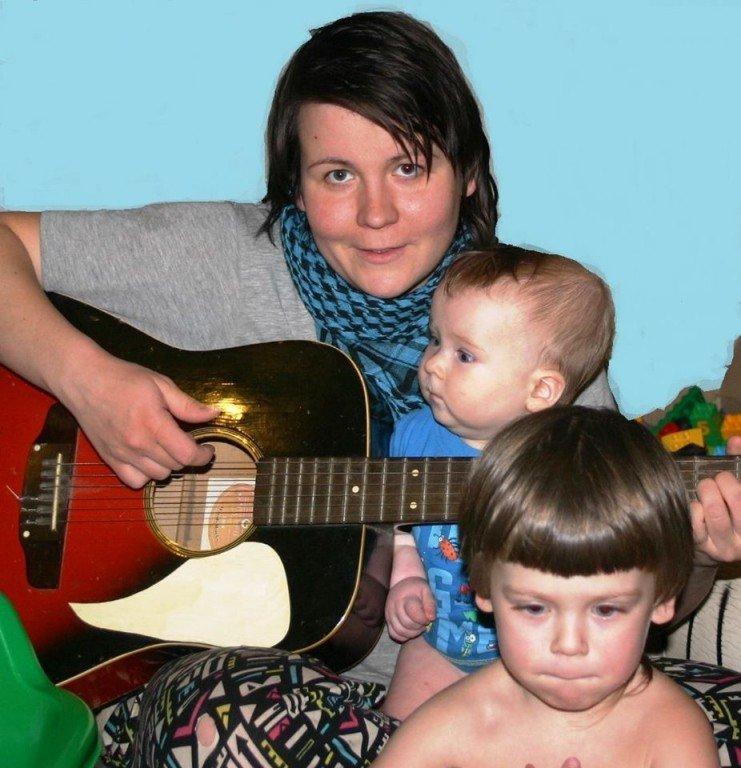 Мама двох малюків потребує коштів, аби вилікуватись від тяжкої недуги