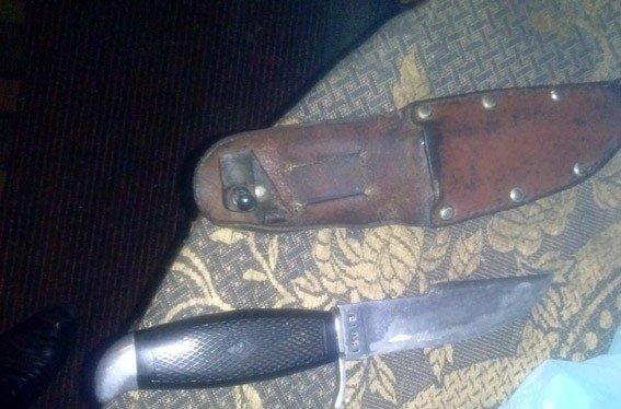 У Лохвиці чоловік тримав удома наркотики та холодну зброю