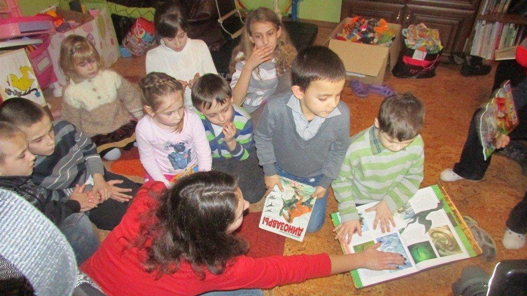 Організатори акції «Книжка під подушку» передали першу частину зібраних дитячих книг