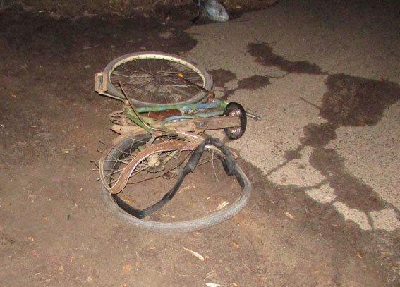 На Полтавщині водій смертельно травмував велосипедиста й зник із місця ДТП