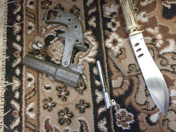 На Полтавщині чоловік у гаражі зберігав арсенал зброї