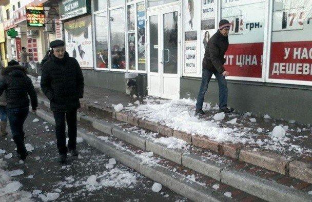 Смерть жінки у Полтаві від снігової брили кваліфікують як вбивство