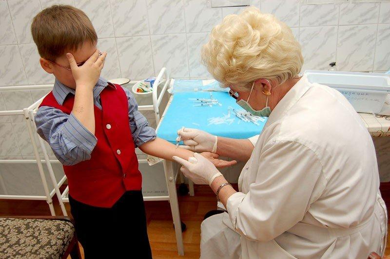 Полтавці занепокоєні, що від поліомієліту щеплюють школярів під час епідемії грипу
