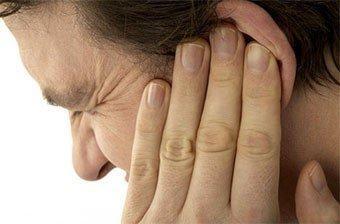 У Полтаві в суді чоловік відрізав собі мочку вуха і з'їв