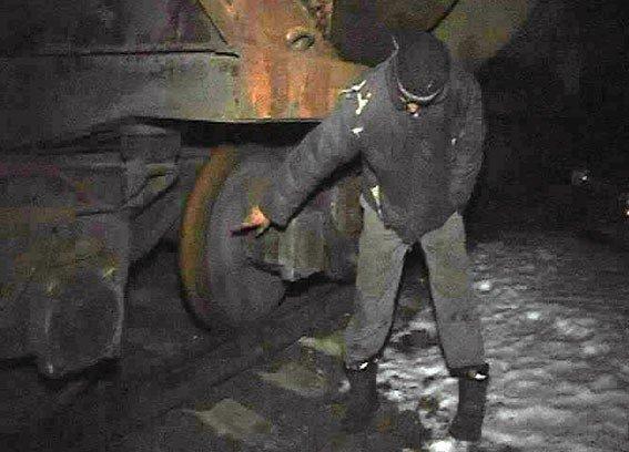 На Полтавщині двоє чоловіків розукомплектували вантажні вагони
