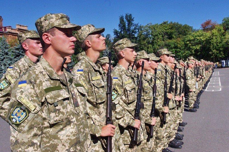 Курсантів військових вишів випустять достроково