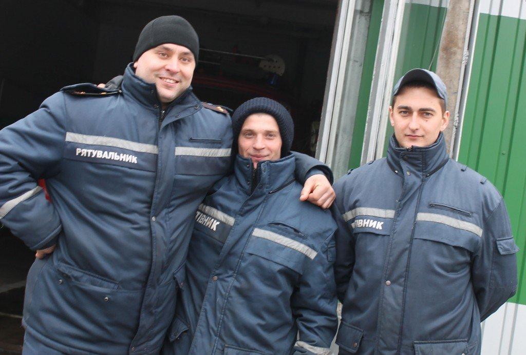 У Комсомольську двох дітей врятували з пожежі завдяки псу і небайдужій сусідці
