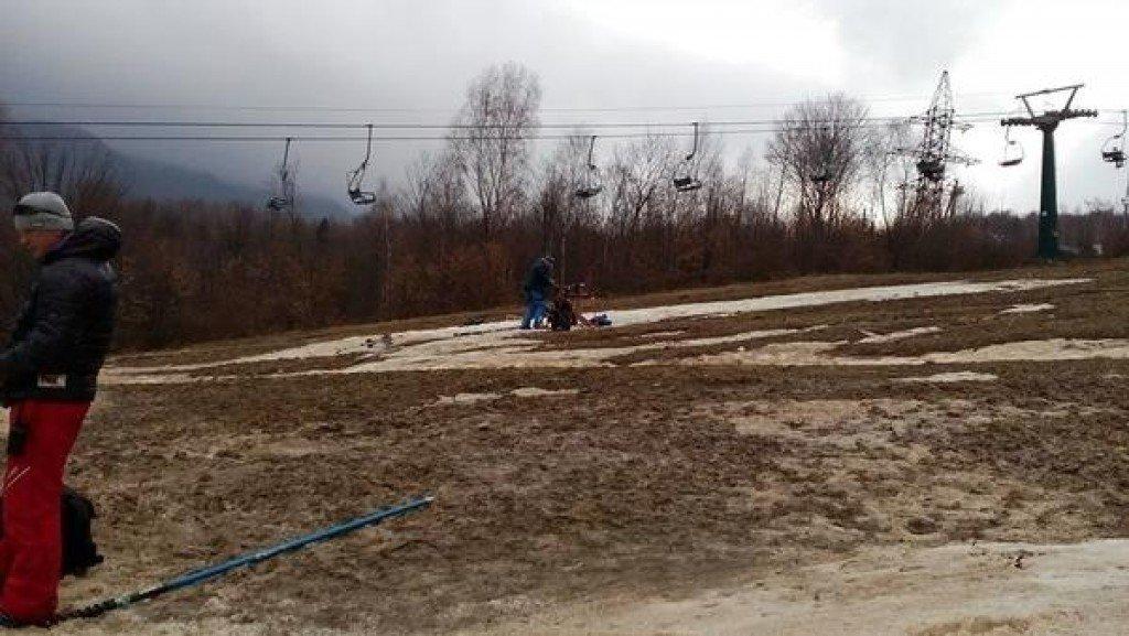 Гірські лижі без снігу: закарпатський скандал, у якому постраждали полтавські діти