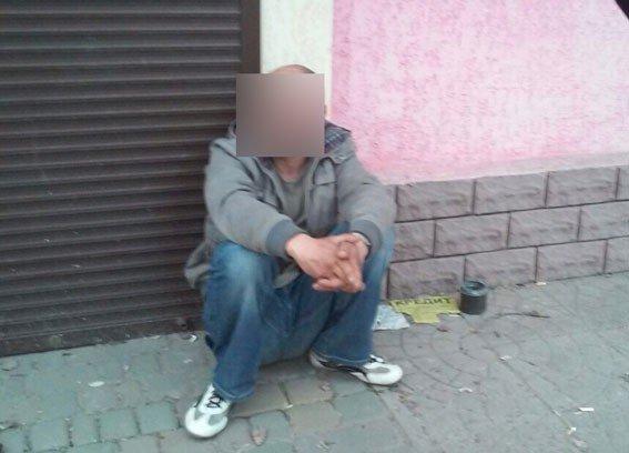 У Полтаві злочинці пограбували чоловіка, коли той був удома