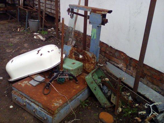 На Полтавщині чоловік облаштував у себе вдома підпилий пункт прийому металобрухту