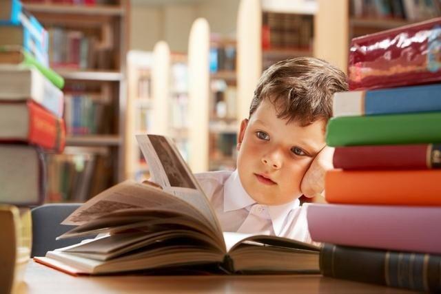 Закуповувати підручники для 4-х і 7-х класів тепер може місцева влада