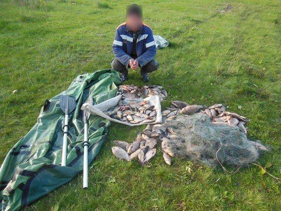 У Кременчуці чоловік сітками виловив 35 кілограмів риби