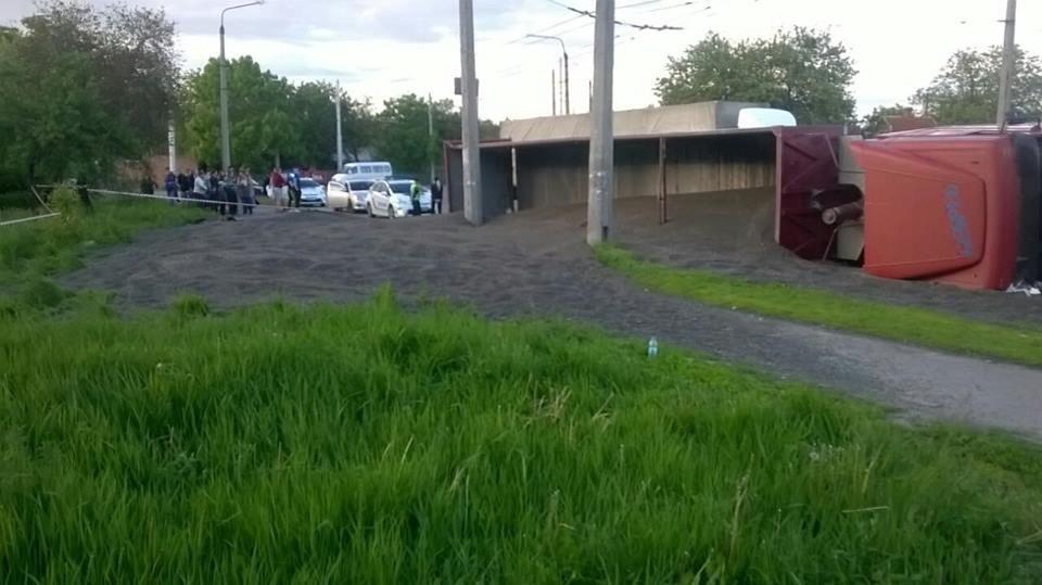 У Полтаві перекинулася вантажівка із 30 тоннами насіння
