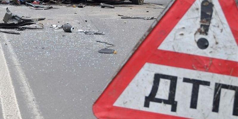 На Полтавщині автівка збила мопед