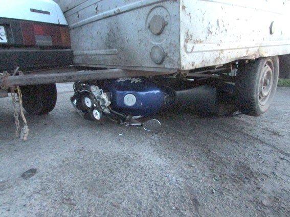 У Котельві під колесами причепа опинився мотоцикліст