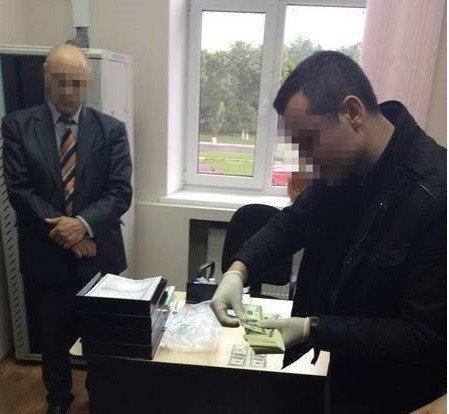 На Полтавщині судитимуть чиновника, якого підозрюють в хабарі у розмірі 23 тисячі доларів