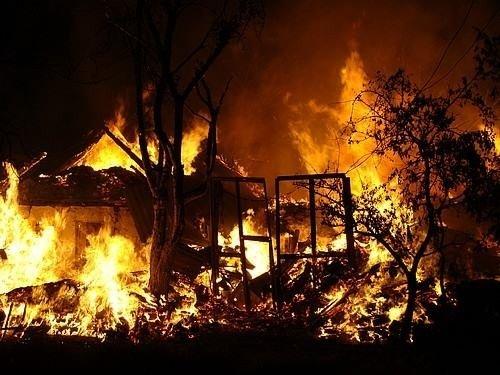 У Полтаві подружжя пенсіонерів згоріли у будинку