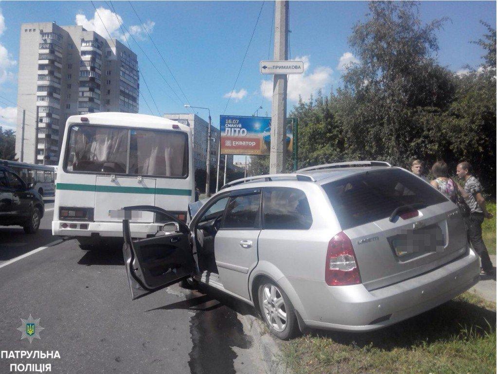 У Полтаві легковик зіштовхнувся з автобусом: є травмований