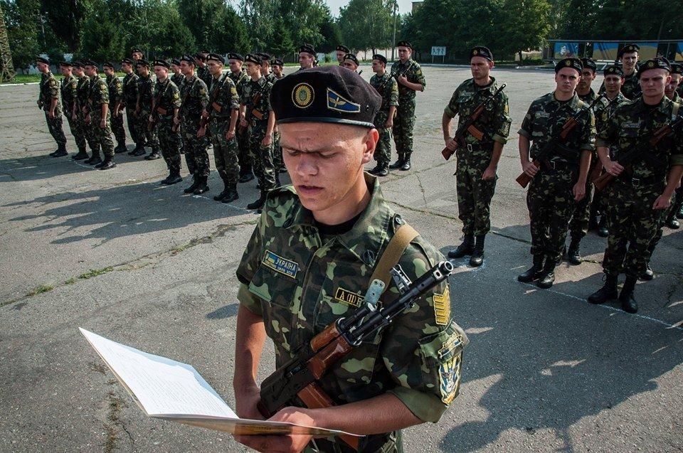 Курсанти полтавського вишу прийняли присягу на вірність України (ФОТО)