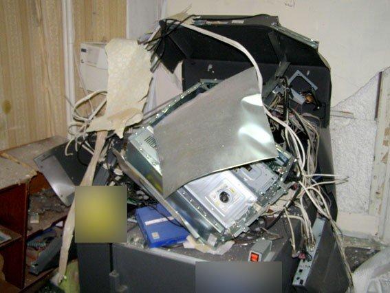 У Решетилівці підірвали банкомат (ФОТО)