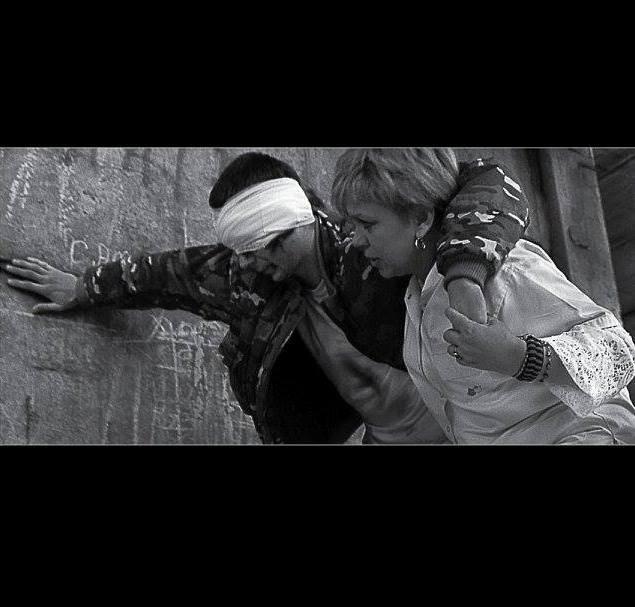 Полтавцям презентували чорно-білу фотокнигу «Війна і мир» (ФОТО)