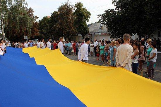 Від 12-метрового стягу до салюту – як на Полтавщині відсвяткували День Державного Прапора України (ФОТО)