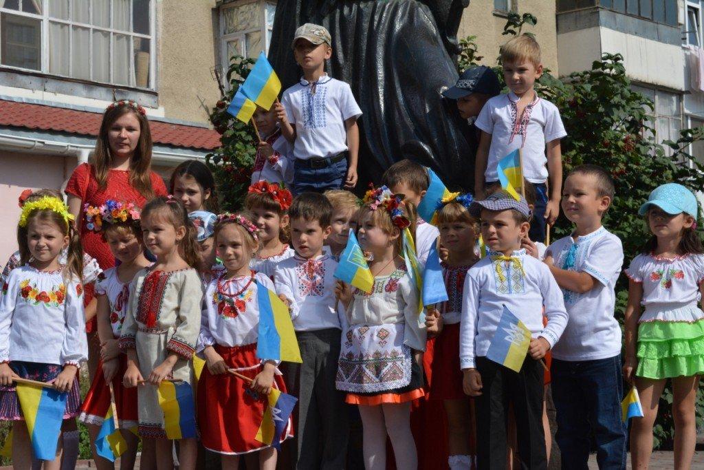 День Державного Прапора України: які стяги підняли в містах Полтавщини (ФОТО)