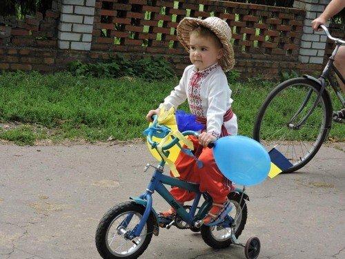 У селі на Полтавщині провели патріотичний мото-велопробігом (фотофакт)