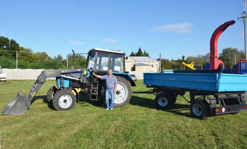 Газовидобувна компанія купила трактор для сільради на Полтавщині