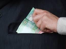 Уряд просять заборонити збір готівки у школах
