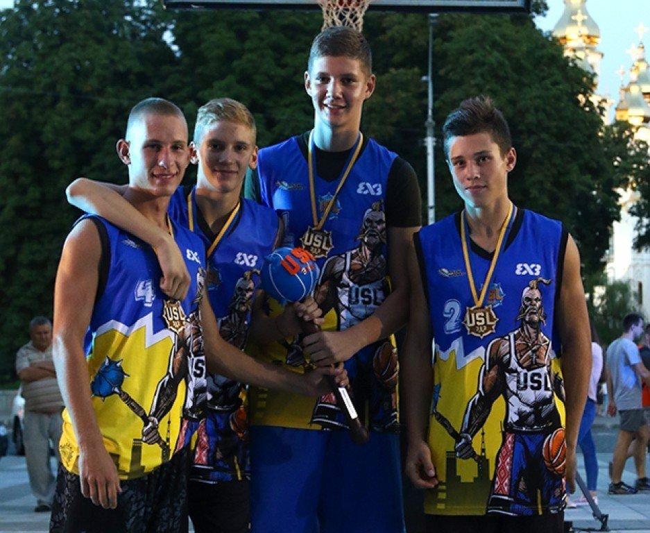 Полтавські тінейджери перемогли у Всеукраїнських змаганнях зі стрітболу