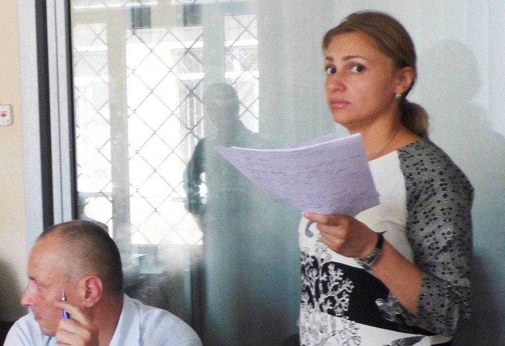 У Полтаві адвокат погрожувала у суді побрити наголо журналістку