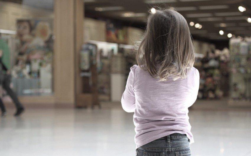 Шестирічна дівчинка загубилася, а батьки її не шукали