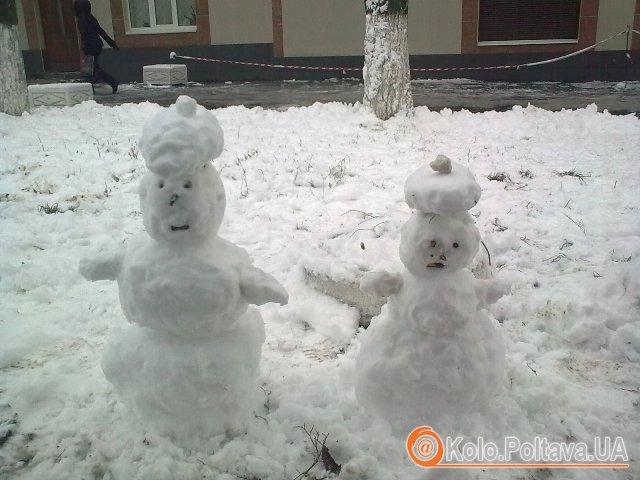 """Снігова пара поблизу зупинки """"11 школа"""""""